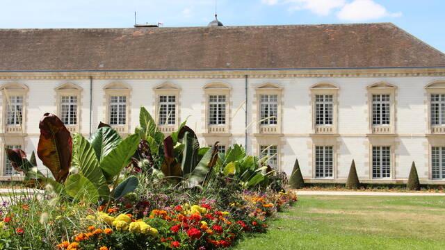 L'Hôtel de Ville et son jardin - Deutsch