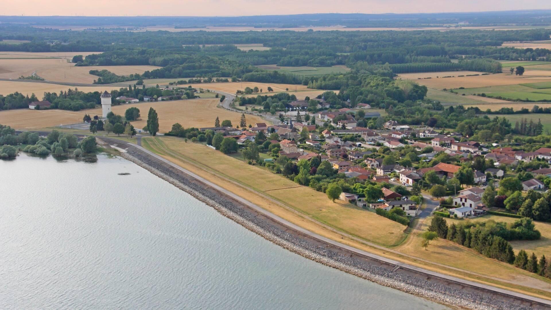 Digue de Sainte-Marie-du-Lac - Vue aérienne