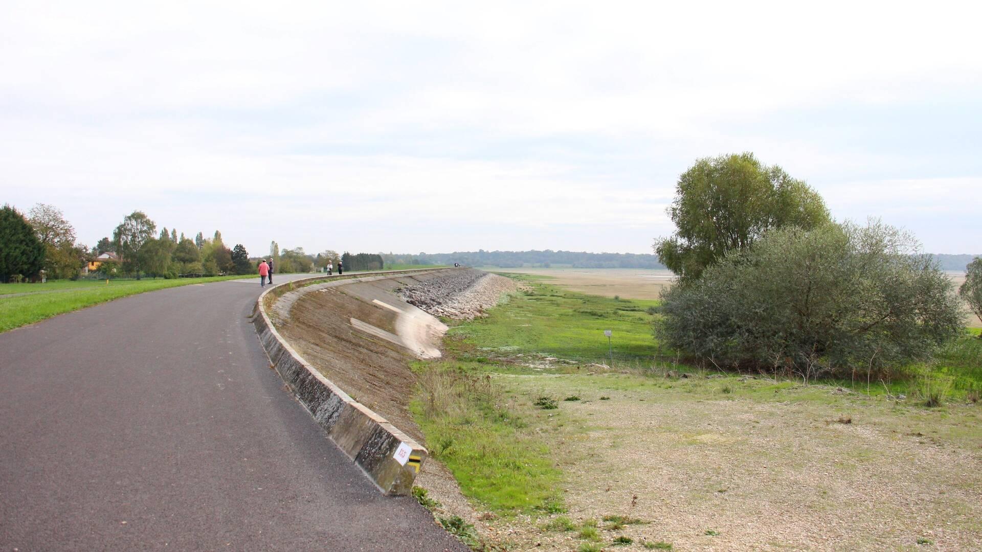 Digue de Sainte-Marie-du-Lac