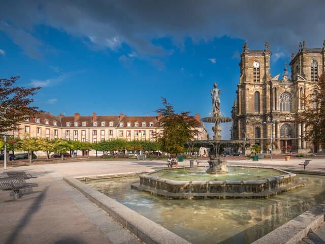 La Collégiale Notre-Dame-de l'Assomption et la Place d'Armes