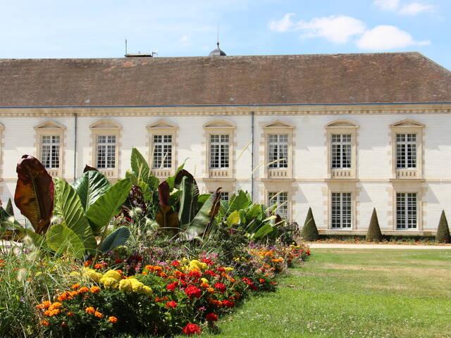 L'Hôtel de Ville et son jardin